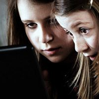 Apps für Kinder: Stiftung Warentest findet Kostenfallen, Pornos und rechtsextreme Parolen